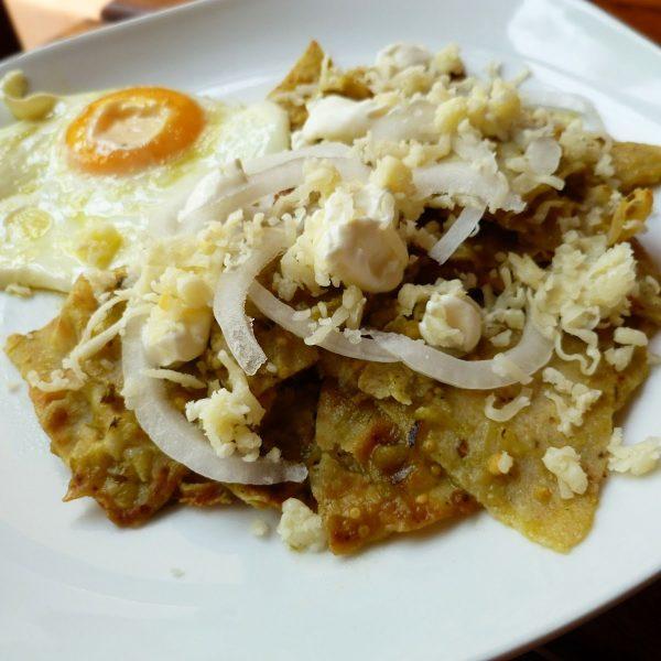 Chilaquiles verdes c/pollo o huevo