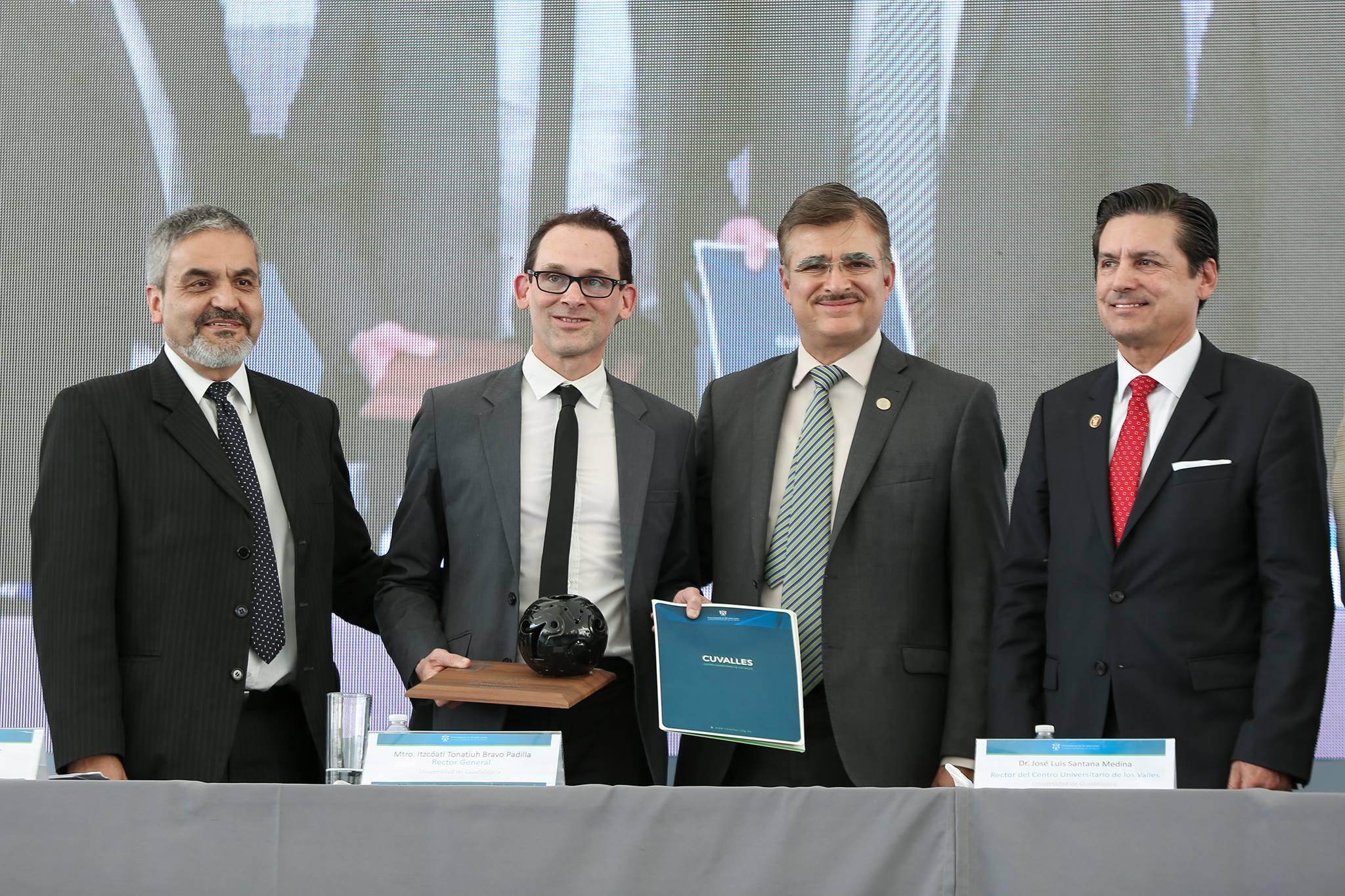 Entrega del premio Excelencia en posgrados