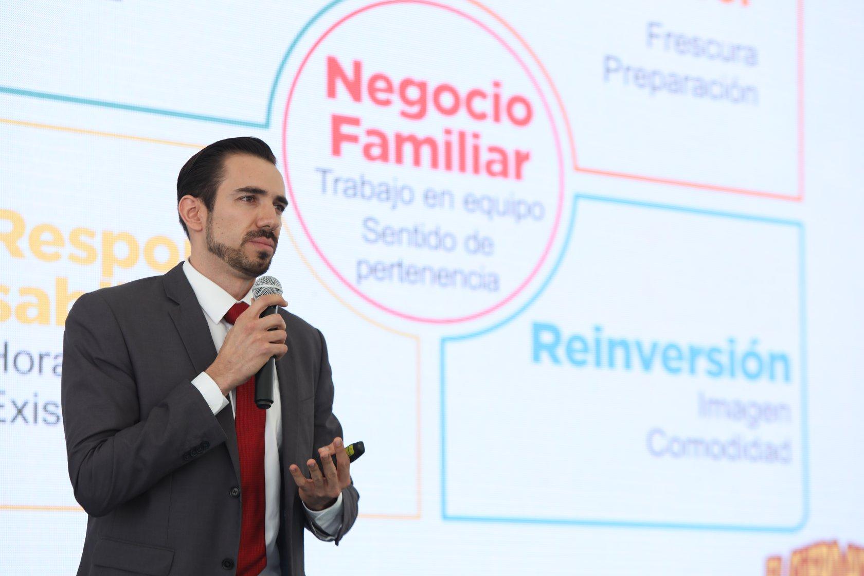 """Francisco Torres Díaz, propietario del modelo de negocio """"El Güero Alteño"""""""