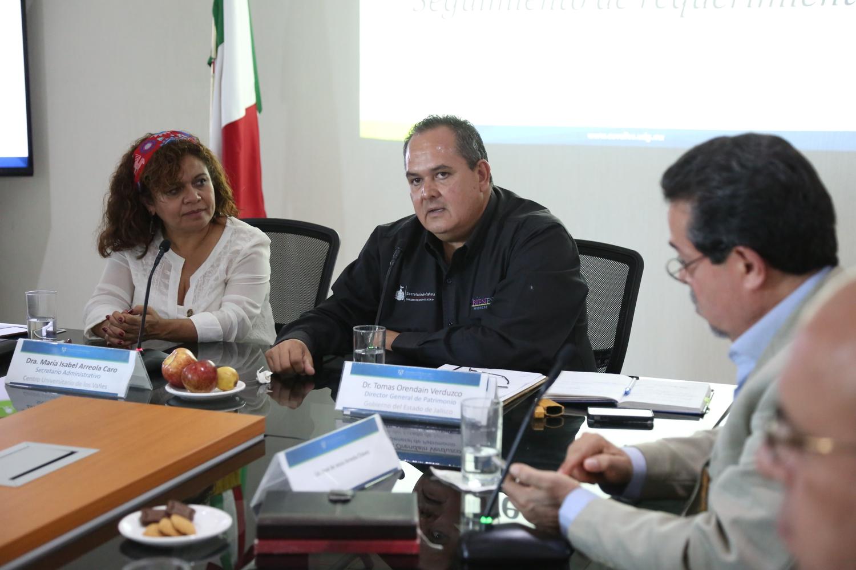 Al centro María Isabel Arreola Caro, Secretario Administrativo del CUValles; y Tomás Orendain Verduzco, Director de Patrimonio Cultural de la Secretaría de Cultura