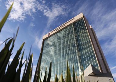 imagen del edificio de Rectoría de la UdeG