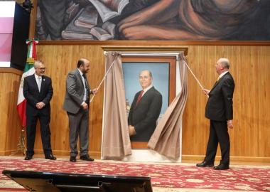 Develación del óleo del ex rector Miguel Ángel Navarro