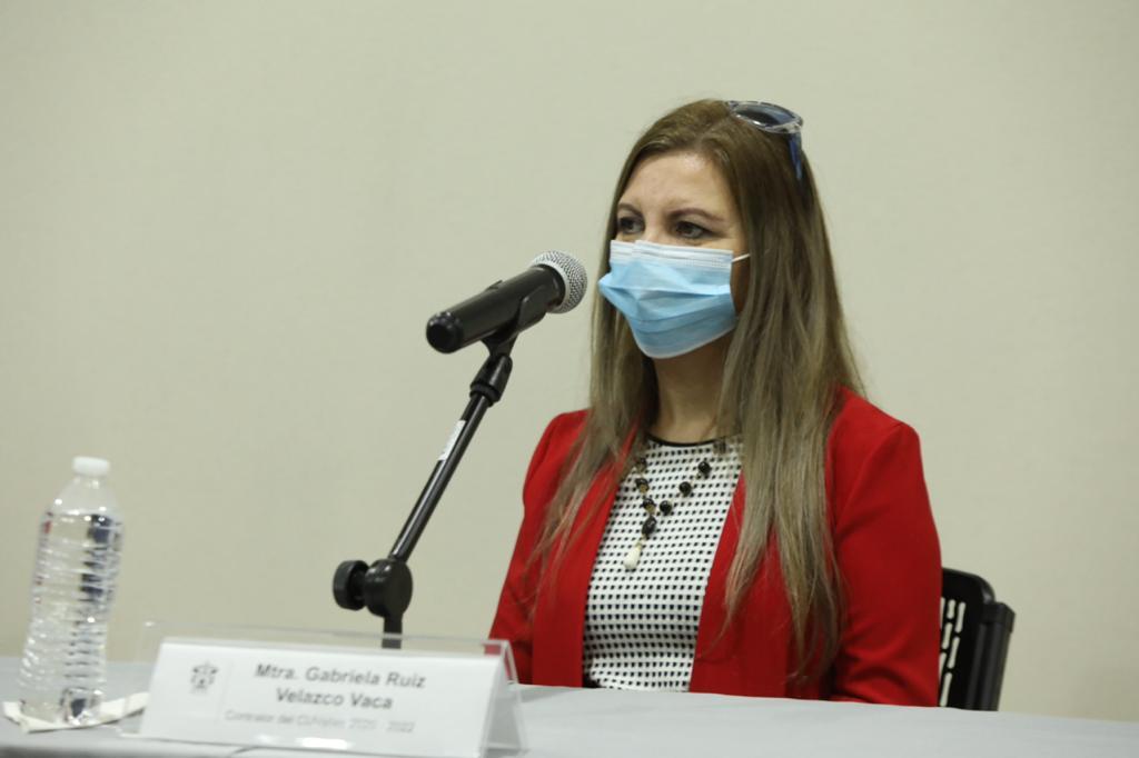 maestra Gabriela Ruiz Velasco, contralora Cuvalles